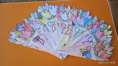 """Сръчните детски ръце на децата от група """"Буратино"""" , са изработили красиви картички, с които да зарадват свойте майки и баби за празника - Изображение 3"""