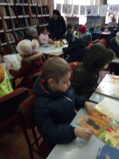 Посещение на децата от ПГ6г. в Детския отдел на библиотеката - седмица на четенето - Изображение 2