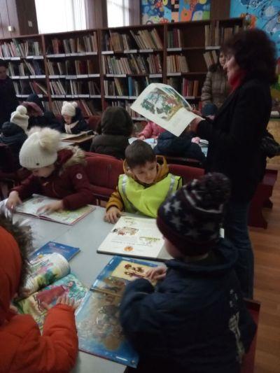 Посещение на децата от ПГ6г. в Детския отдел на библиотеката - седмица на четенето - Изображение 4